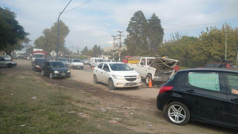 AUDIO: Caos vehicular por un triple choque en Av. Vélez Sarsfield