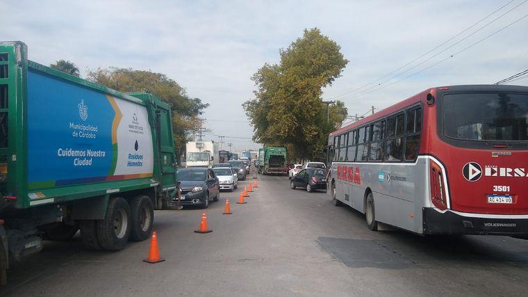 FOTO: Caos vehicular por un triple choque en avenida Vélez Sarsfield