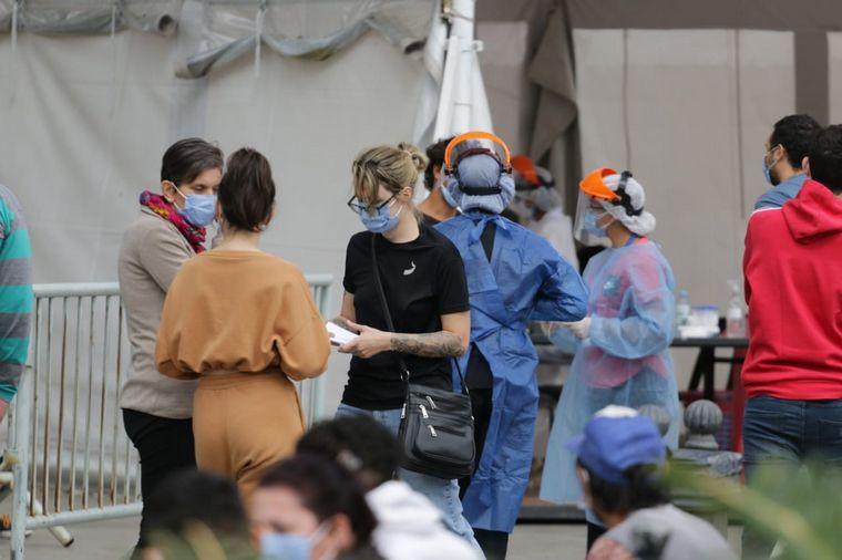 AUDIO: Crece la demanda de hisopados y suspenden algunas filas en los centros de testeos