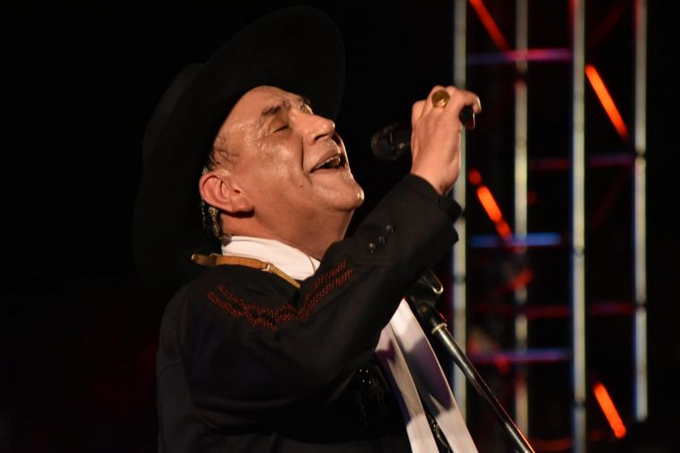 FOTO: Emocionante show del Chaqueño Palavecino en Cosquín.
