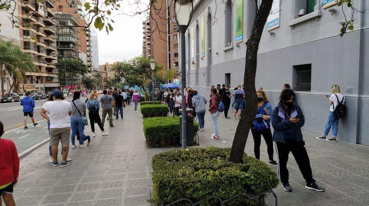 AUDIO: Córdoba: cortan la fila de testeos por la cantidad de gente