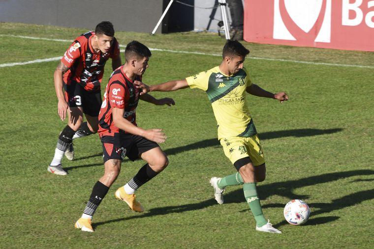 FOTO: Patronato logró su primer triunfo en el certamen: venció 2-1