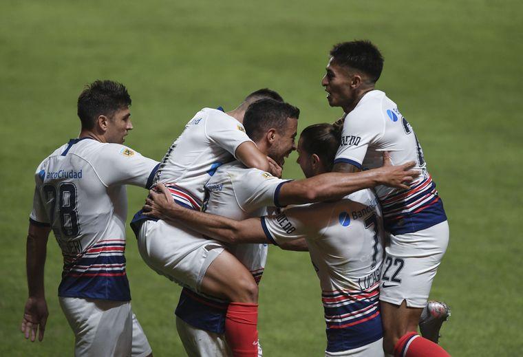 FOTO: San Lorenzo le ganó 2-0 a Rosario Central en el Nuevo Gasómetro.