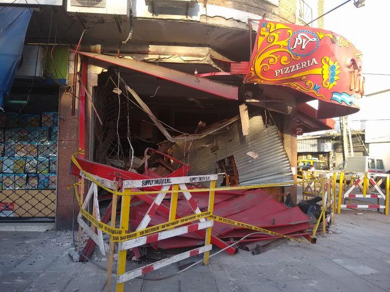 FOTO: Un colectivo se incrustó en una tradicional pizzería de Vicente López.