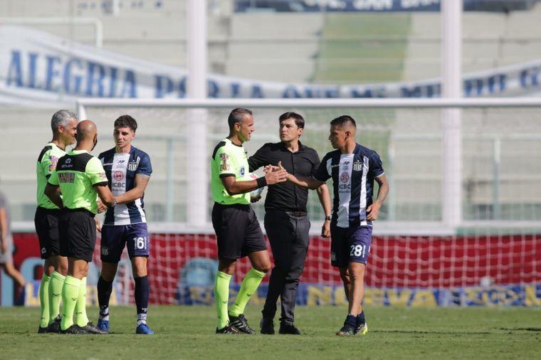 FOTO: Valoyes coronó el 3-1 de Talleres ante Independiente.