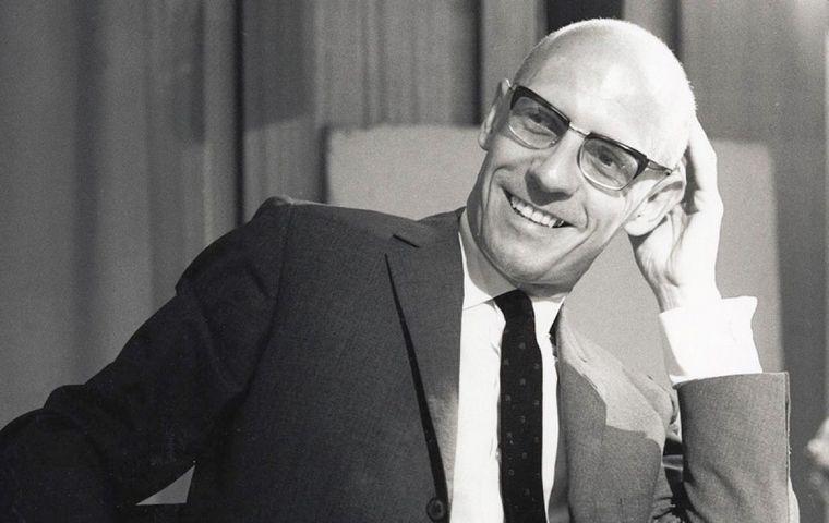 FOTO: Acusan a Michael Foucault de pedófilo.