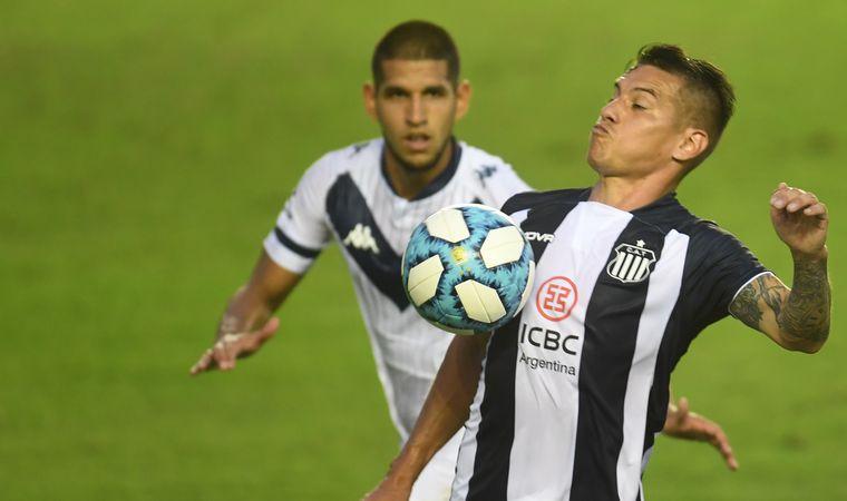 FOTO: Talleres se mide ante Vélez en la cancha de Banfield por Copa Argentina.