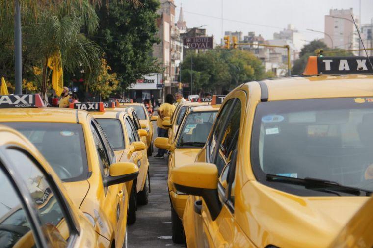 FOTO: Taxistas, Barrios de Pie y la multisectorial de Salud se manifestaron en  Córdoba.