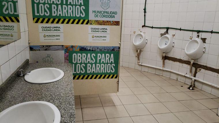 FOTO: Así lucen los baños municipales de la Plaza San Martín