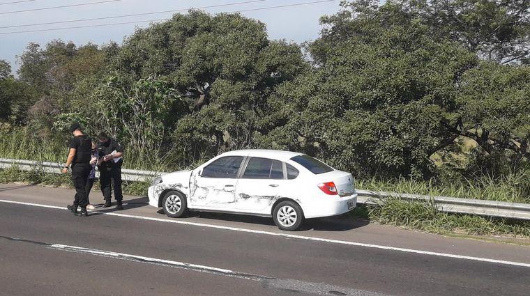 FOTO: Viajaba en contramano por la autopista y provocó un choque