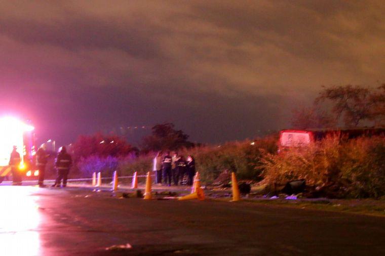FOTO: El cuerpo del chofer de Ersa fue hallado a metros de la unidad en la que trabajaba.