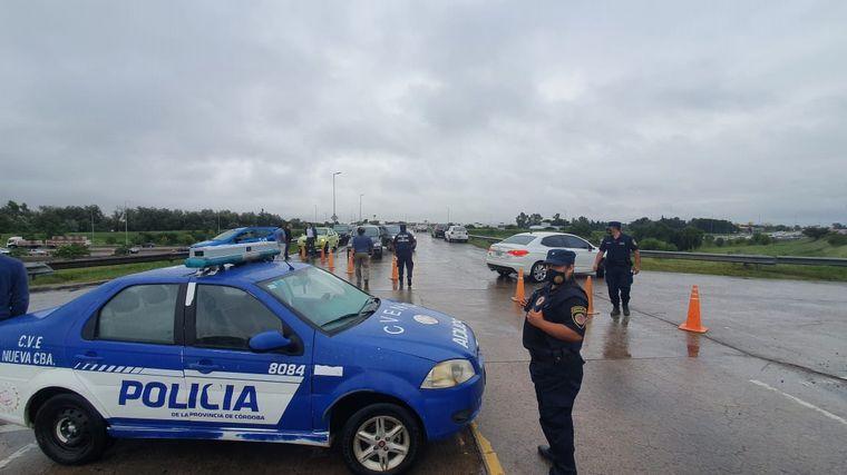 FOTO: Choferes de colectivos bloquean Camino a San Carlos en protesta