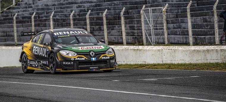 """FOTO: Pernía les hace el """"1"""" a sus mecánicos de Renault Sport luego de clasificar."""