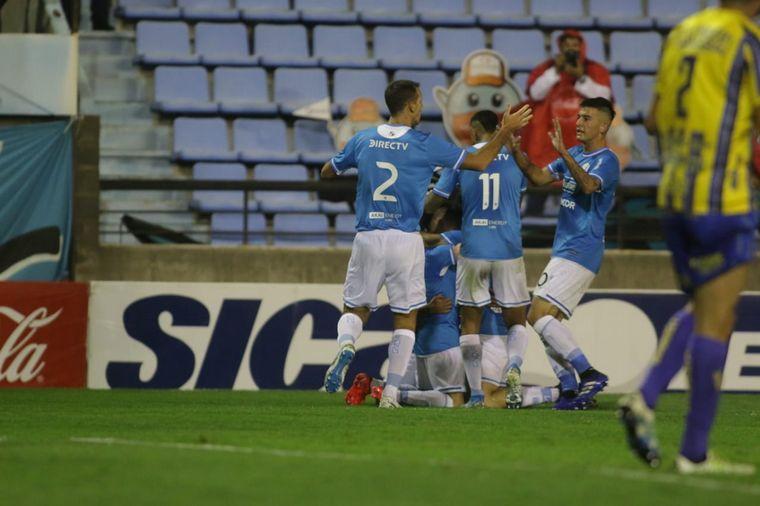 FOTO: Balboa marcó el 2-1 en Alberdi.
