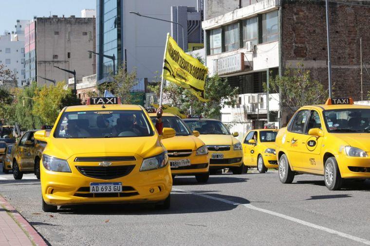 FOTO: Caos en el tráfico de Córdoba por la marcha de los taxistas