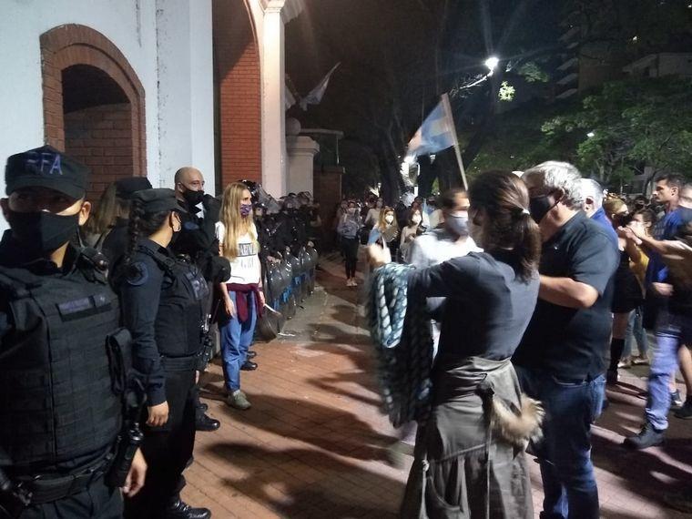 AUDIO: Vecinos y comerciantes reaccionaron a las restricciones con cacerolas en Buenos Aires