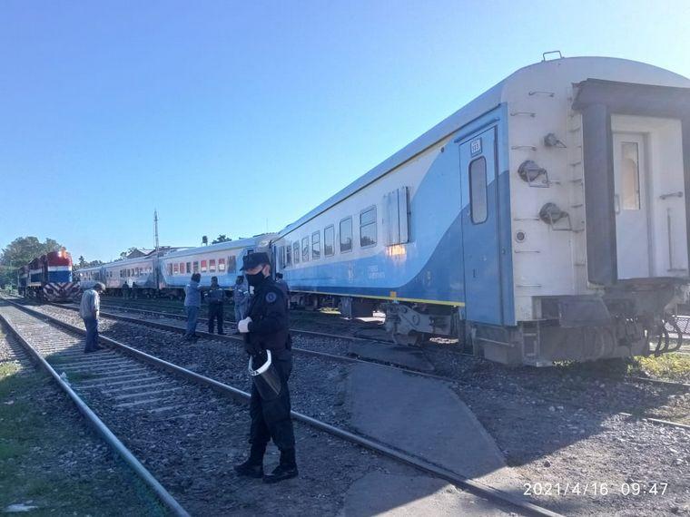 AUDIO: Descarriló un tren cerca de Rosario y hay pasajeros varados