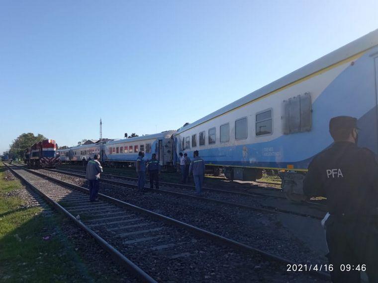 FOTO: Hay al menos 400 personas varadas por el descarrilamiento del tren