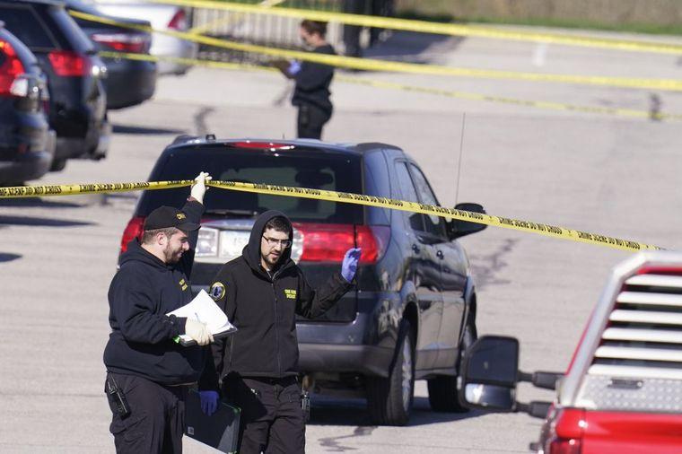 FOTO: Ocho muertos en un tiroteo en Indianápolis