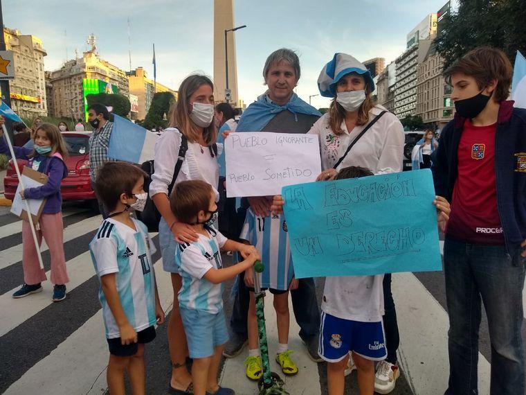FOTO: Manifestantes en Buenos Aires (Foto: Juano Tesone).