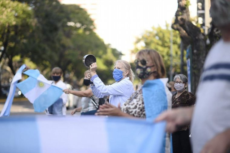 FOTO: Manifestantes en Buenos Aires (Foto: Manuel Cortina).