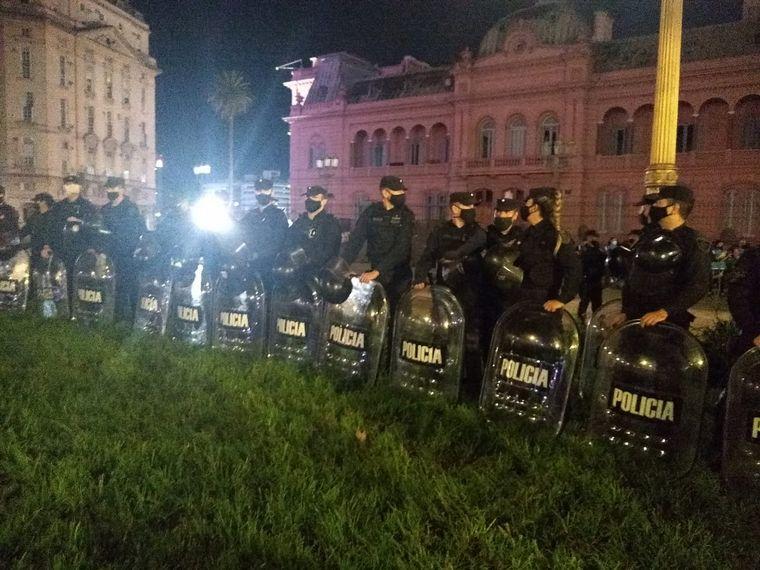 FOTO: Marcha #17A: protestaron contra las restricciones y hubo incidentes en el Obelisco