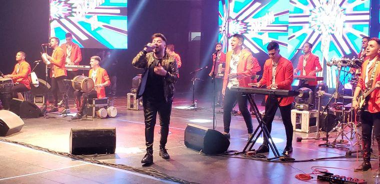 FOTO: Damián Córdoba festejó su cumpleaños cantando en La Popu