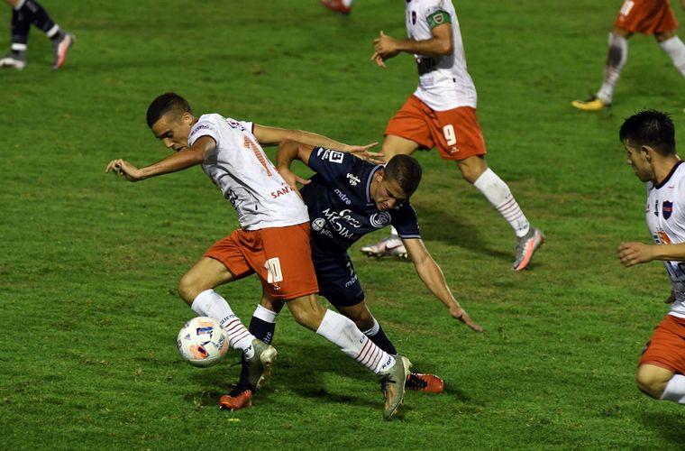 FOTO: Independiente Rivadavia y Güemes empataron 1 a 1