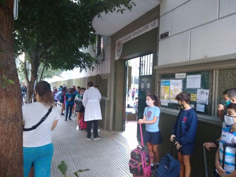 FOTO: Las escuelas de CABA volvieron a recibir a sus alumnos