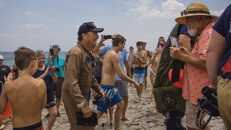 FOTO: Impactante acuatizaje de emergencia de un avión en una playa