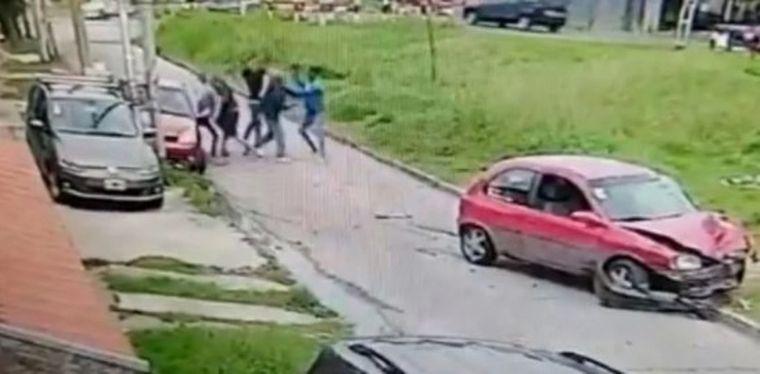 AUDIO: Asaltaron a su suegro, chocó y se peleó con los ladrones