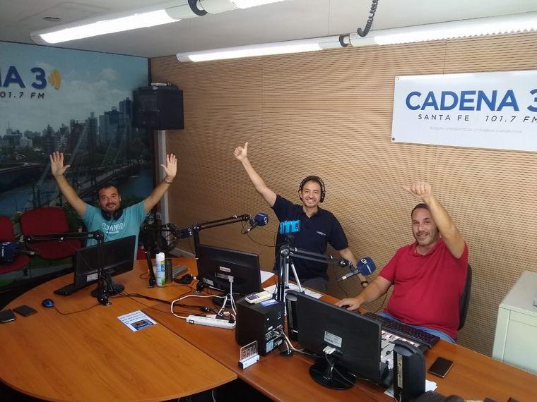 FOTO: Raúl Monti conduce Viva la Radio desde Cadena 3 Santa Fe.