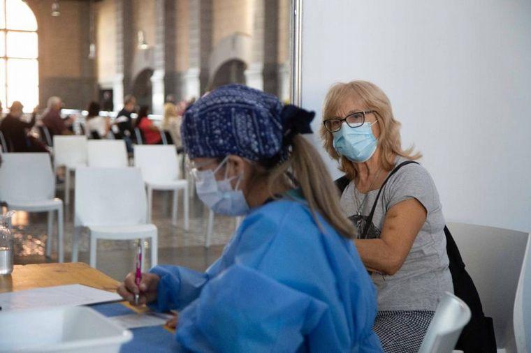 FOTO: Las terapias intensivas del país, cada vez más llenas.