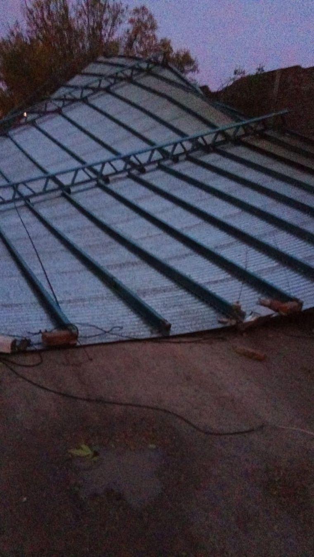 FOTO: Fuertes vientos volaron el techo de un club en Santa Fe