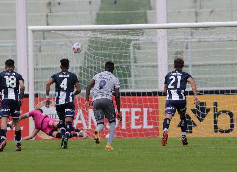 FOTO: Valoyes armó la jugada y Fragapane convirtió el gol para Talleres.
