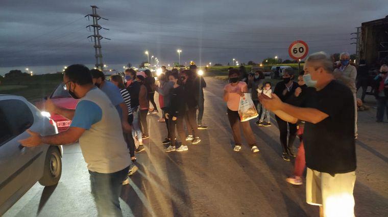 AUDIO: Vecinos protestan por demoras para cruzar la Circunvalación
