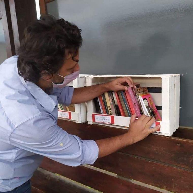 AUDIO: Instalaron bibliotecas al paso en Villa Allende