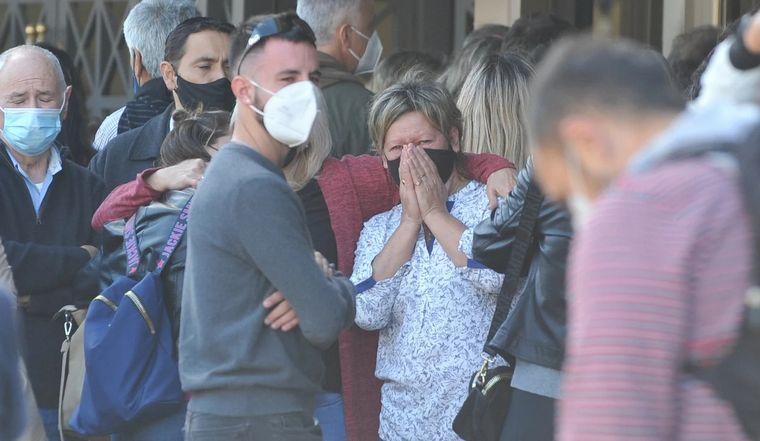 FOTO: Dolor en el velatorio de Mario Meoni (Foto: Clarín)