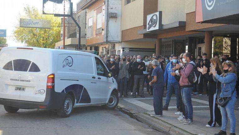 FOTO: Vecinos de Junín despidieron a Meoni con aplausos