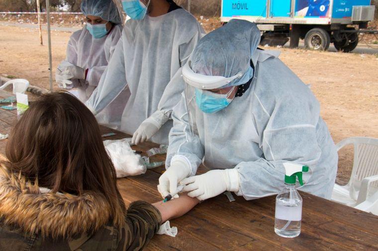 FOTO: Del total de infectados, 738 son de la capital provincial y 1.349 del interior.