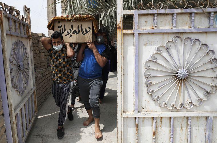 FOTO: Más de 80 muertos en un incendio en un hospital de Bagdad