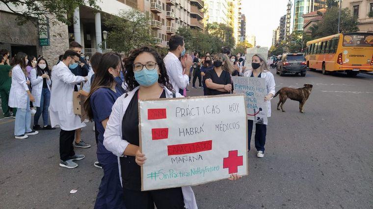 AUDIO: Alumnos de medicina de la UNC redoblan reclamo de prácticas