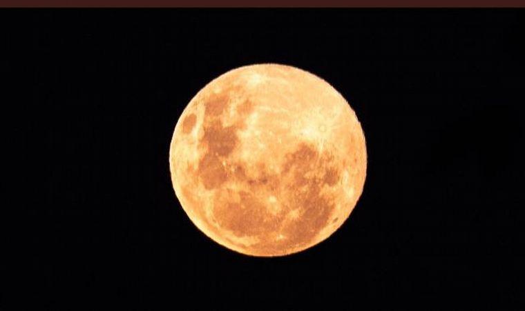 FOTO: Las mejores imágenes de la Superluna Rosa en abril
