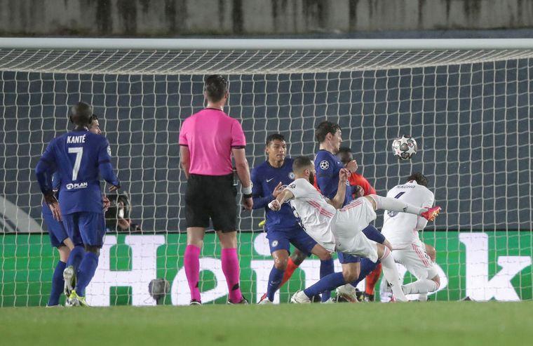 FOTO: El Real Madrid y Chelsea protagonizaron un primer tiempo entretenido.