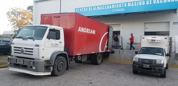 FOTO: Llegaron a Córdoba 32 mil dosis de Sinopharm.