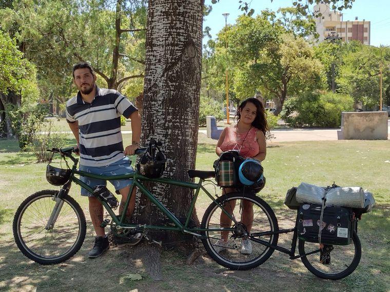AUDIO: Viajaron desde Córdoba hasta las Cataratas del Iguazú en una bicicleta doble