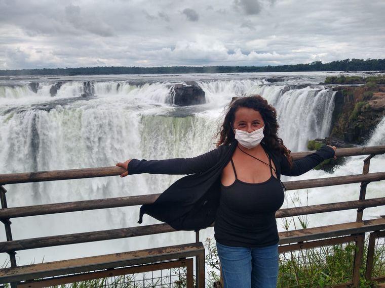FOTO: Una pareja de cordobeses llegó a las Cataratas del Iguazú en una bici doble.