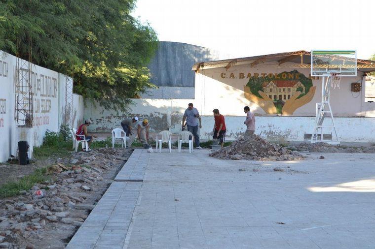 FOTO: Gabriel empezó a jugar al básquet en el Club Bartolomé Mitre de Colonia Dora