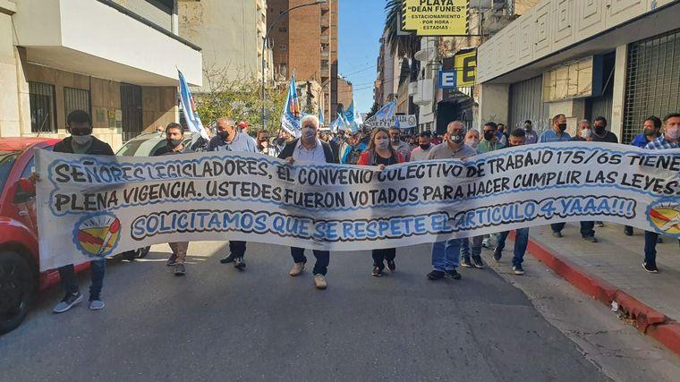 FOTO: Paro y marcha de trabajadores de la salud en Córdoba.