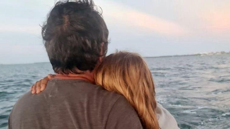 FOTO: La familia de Sofía Sarkany arrojó sus cenizas al mar